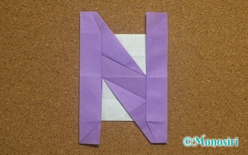 折り紙で作ったアルファベットのN