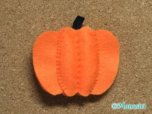 フェルトでハロウィン飾りのハロウィンかぼちゃの作り方11
