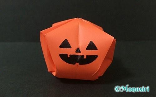 折り紙で作った「立体的なかぼちゃ」のハロウィン飾り