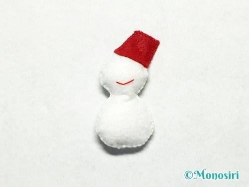 フェルトで雪だるまの作り方10