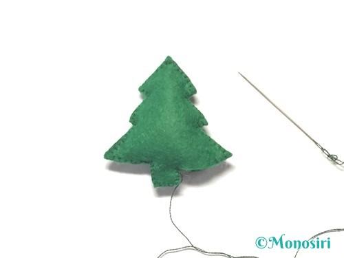 フェルトでクリスマスツリー飾りの作り方6