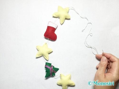 フェルトでクリスマスの吊るし飾りの作り方6
