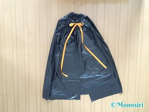 ゴミ袋でハロウィンマントの作り方7