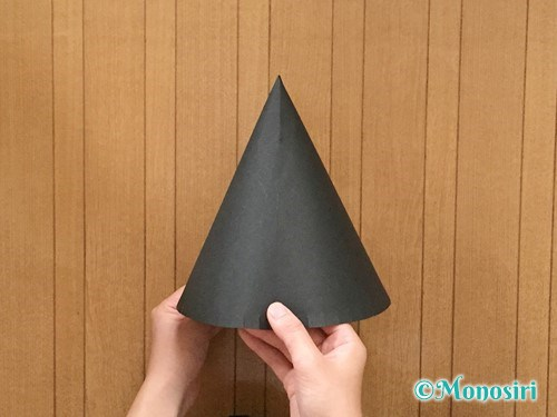 画用紙で魔女の帽子の作り方6