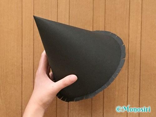画用紙で魔女の帽子の作り方7
