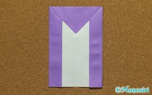 折り紙で折ったアルファベットのM
