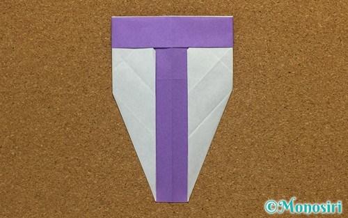 折り紙で折ったアルファベットのT
