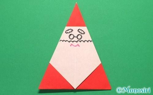折り紙で折った簡単なサンタクロース