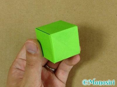 折り紙でプレゼントボックスの折り方16