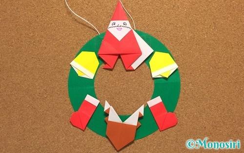 折り紙で作ったクリスマスリース飾り