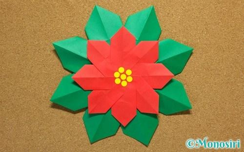 折り紙で折ったポインセチア