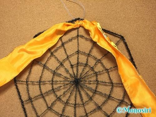 100均材料でクモの巣リースの作り方2