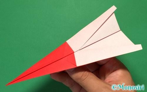 折り紙で折ったよく飛ぶ紙飛行機