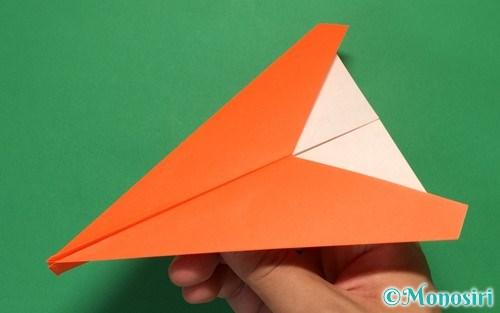 正方形の折り紙で折った紙飛行機