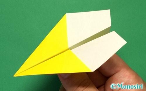 折り紙で作ったへそ飛行機
