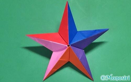 折り紙で作った立体的な星
