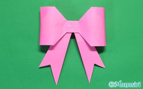 折り紙で折った立体的なリボン