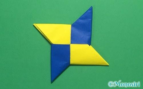 折り紙で作った簡単な手裏剣