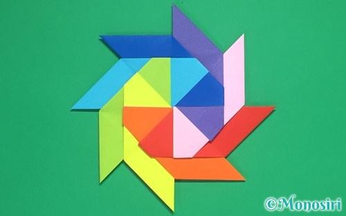 8枚の折り紙で作った手裏剣