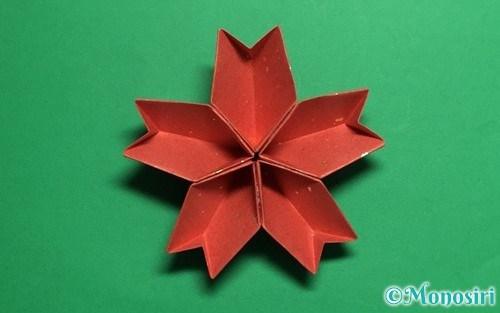 折り紙で作った立体的な桜(器)