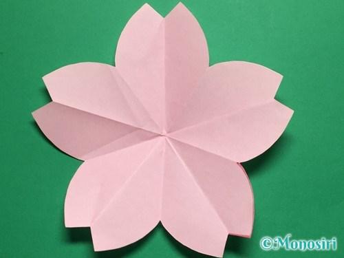 折り紙で立体的な桜の花びらの作り方手順15