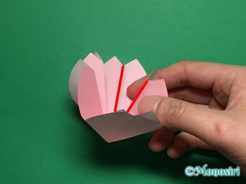折り紙で立体的な桜の花びらの作り方手順24