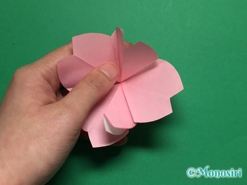 折り紙で立体的な桜の花びらの作り方手順32