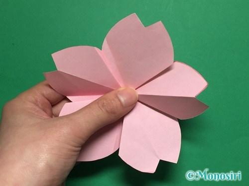 折り紙で立体的な桜の花びらの作り方手順33