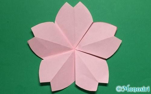 折り紙で作った立体的な桜の花びら