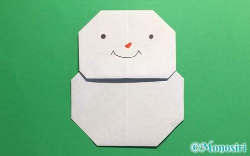 折り紙で折った簡単な雪だるま