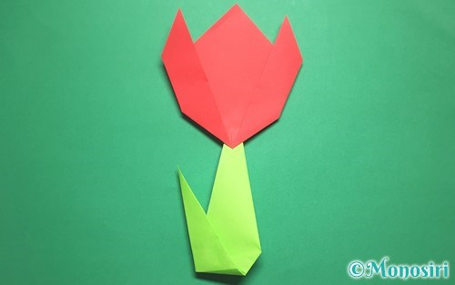 折り紙で折った簡単なチューリップ