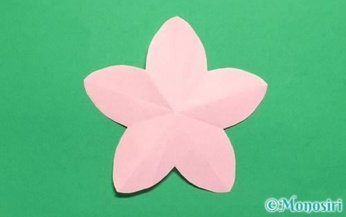 折り紙で作った桃の花