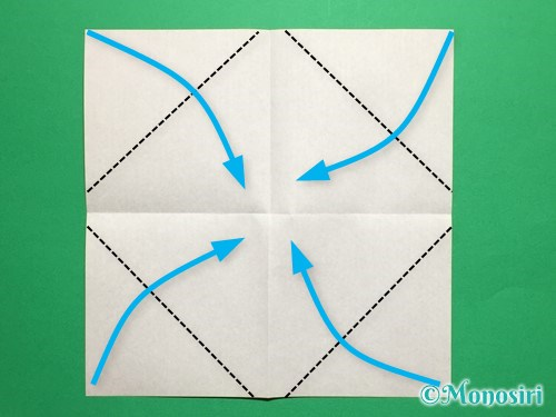 折り紙で立体的なチューリップの折り方手順3