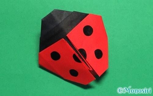 折り紙で折ったてんとう虫