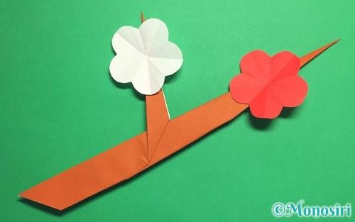 折り紙で作った梅の花と木