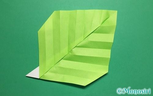 折り紙で折った葉っぱ