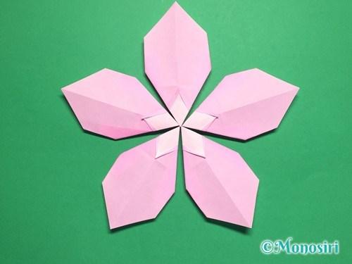折り紙で桃の花びらの折り方手順20