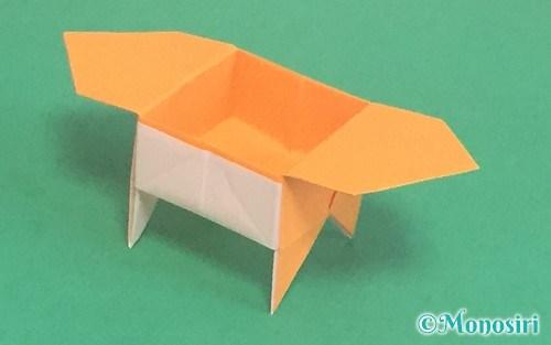 折り紙で折った脚付き三方