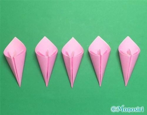 折り紙で立体的な桃の花の作り方手順17