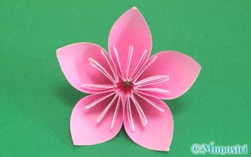 折り紙で作った立体的な桃の花