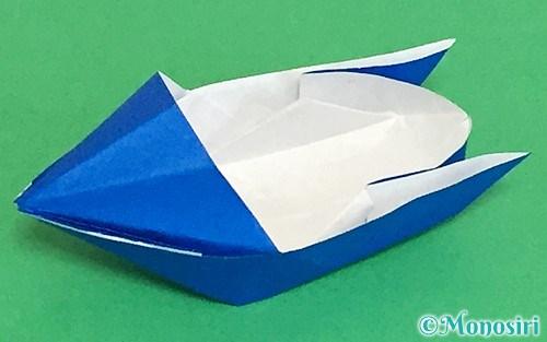 折り紙で折ったモーターボート