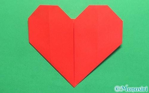折り紙で折った簡単なハート