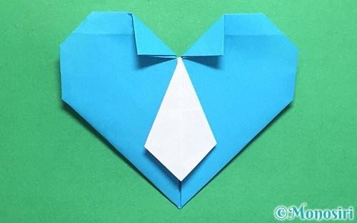折り紙で折ったハートネクタイ