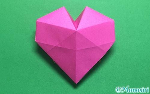 折り紙で作った立体的なハート