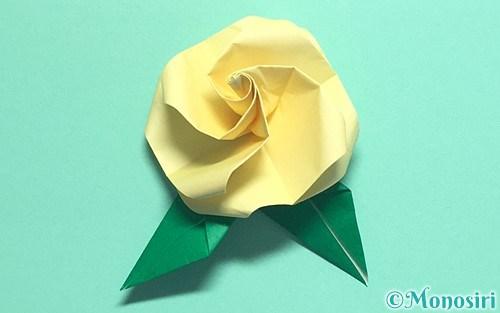 折り紙で作った立体的なバラ