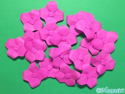 折り紙で立体的な紫陽花の作り方手順46