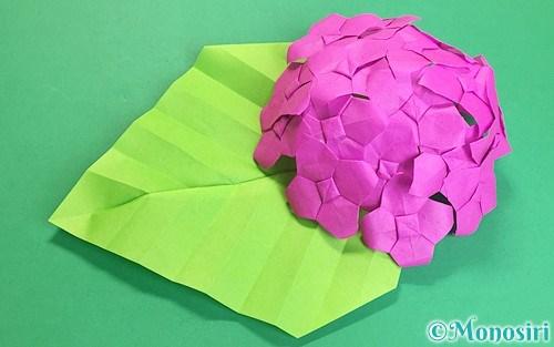 折り紙で作った立体的な紫陽花