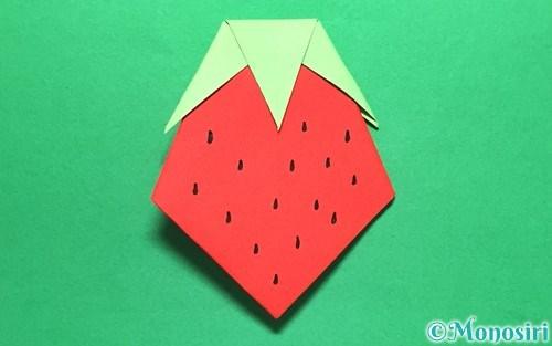 折り紙で折ったイチゴ
