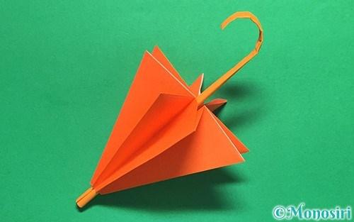 折り紙で作った立体的な傘