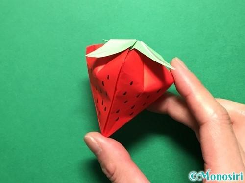 折り紙で立体的ないちごの作り方手順83
